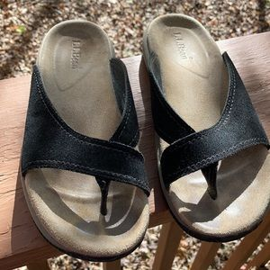 L.L. Bean black flip flops